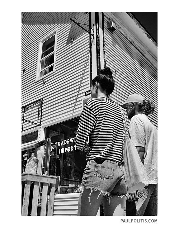 Chameleon (black and white photograph)ph